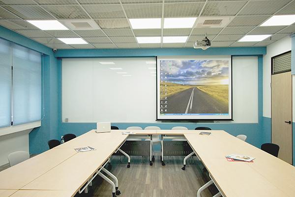 中原大學資工系 - 深白色會議室